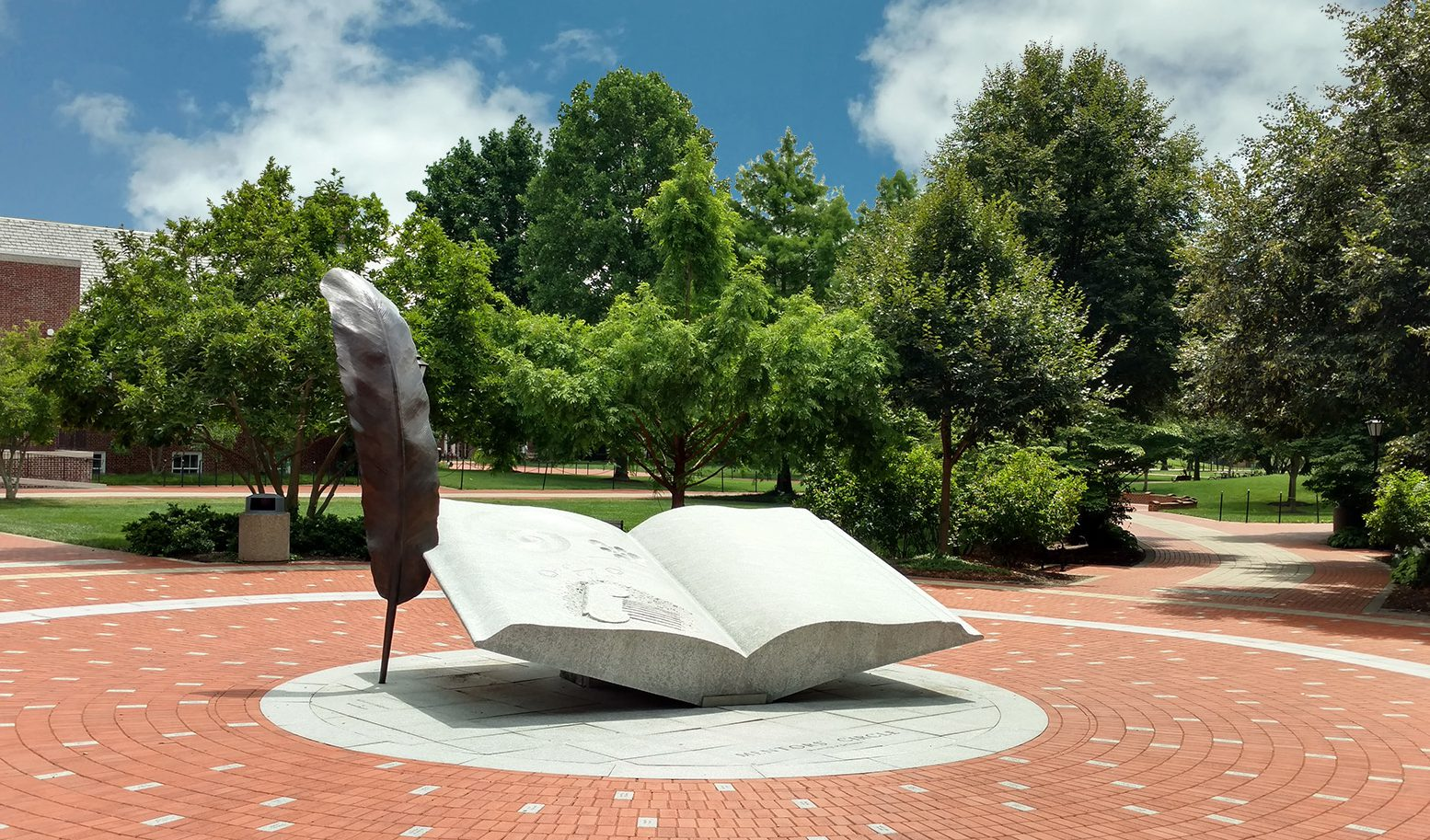 ud-book-statue-the-green-delaware-discovery-days